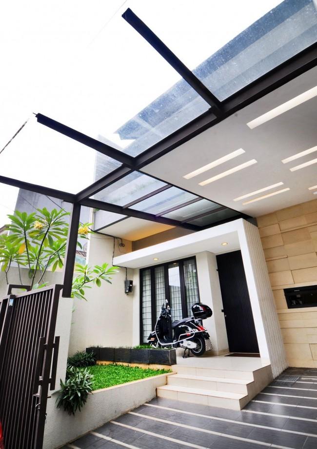 Навес из поликарбоната, пристроенный к дому: украшение парадного входа