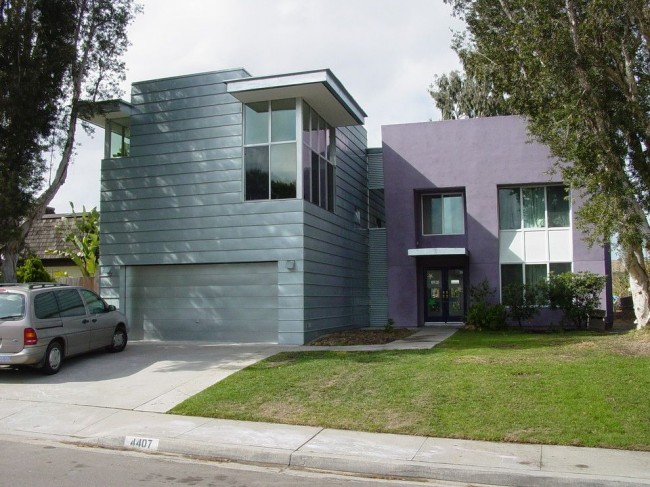 Остекление балконов и лоджий алюминиевым профилем позволяет использовать площадь балкона не только в качестве подсобного помещения, но и как полноценное жилое помещение
