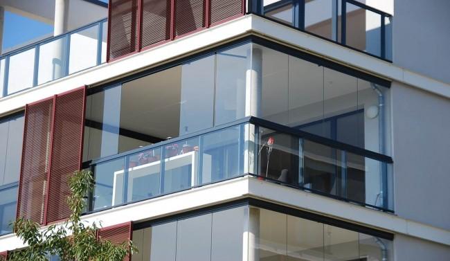 Остекление балкона с применением легкого, прочного и долговечного алюминия