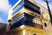 Фото 1 Остекление балконов и лоджий алюминиевым профилем (54 фото): отзывы, плюсы и минусы