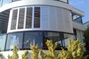 Фото 2 Остекление балконов и лоджий алюминиевым профилем (54 фото): отзывы, плюсы и минусы