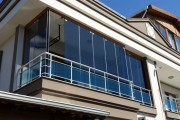Фото 4 Остекление балконов и лоджий алюминиевым профилем (54 фото): отзывы, плюсы и минусы