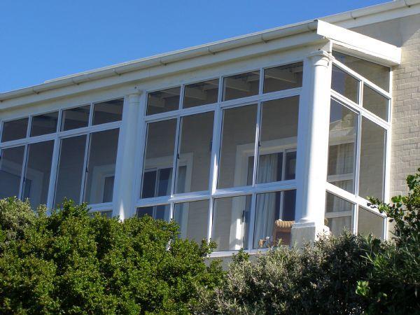 Комфортные и недорогие алюминиевые балконы набирают популярность