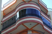 Фото 14 Остекление балконов и лоджий алюминиевым профилем (54 фото): отзывы, плюсы и минусы