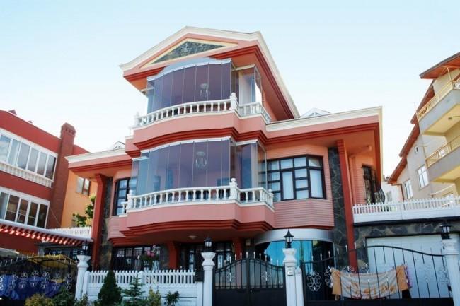 Шикарный балкон с панорамным остеклением алюминиевым профилем