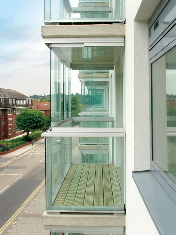 Остекление балконов и лоджий алюминиевым профилем (54 фото):.