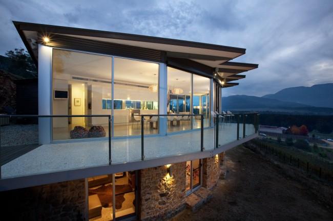 Качественные окна защитят ваш дом от ветра, снега, града, дождя и создадут приятный и комфортный микроклимат