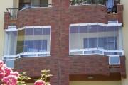 Фото 20 Остекление балконов и лоджий алюминиевым профилем (54 фото): отзывы, плюсы и минусы