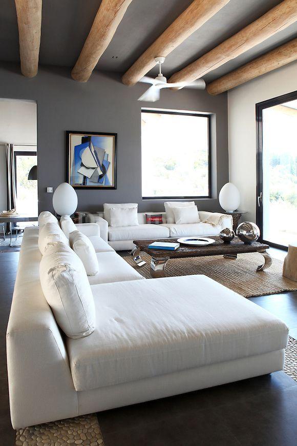 Стильный потолок с покраской водоэмульсией