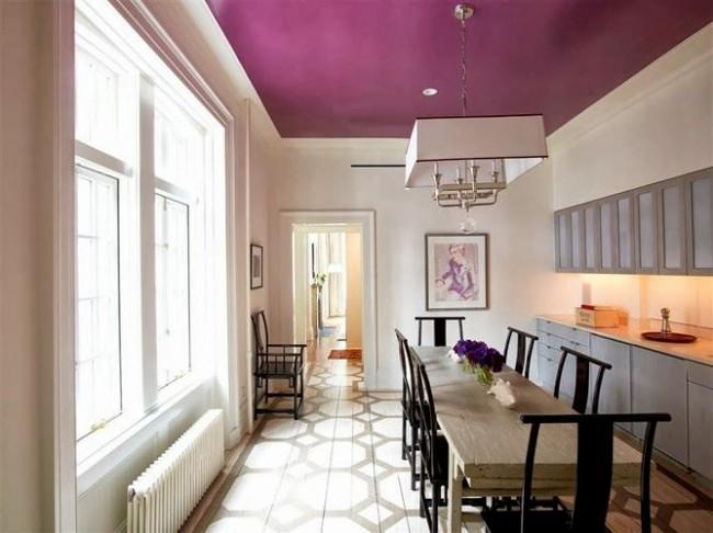 Потолок, покрашенный водоэмульсионной краской, можно мыть или подвергать сухой чистке