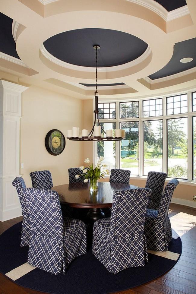 В последнее время дизайнеры предлагают отказаться от чисто белых потолков, и здесь водоэмульсионные краски также имеют преимущество
