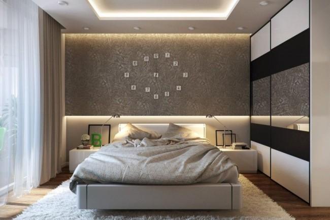 Такой потолок станет изысканным обрамлением современной спальни