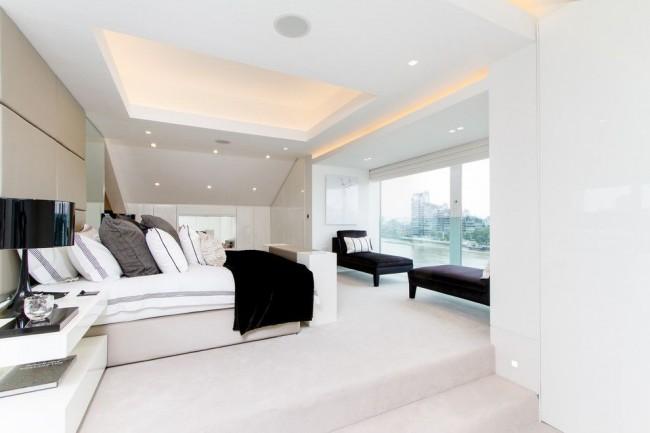 Эффектный белоснежный потолок из гипсокартона с точечной подсветкой