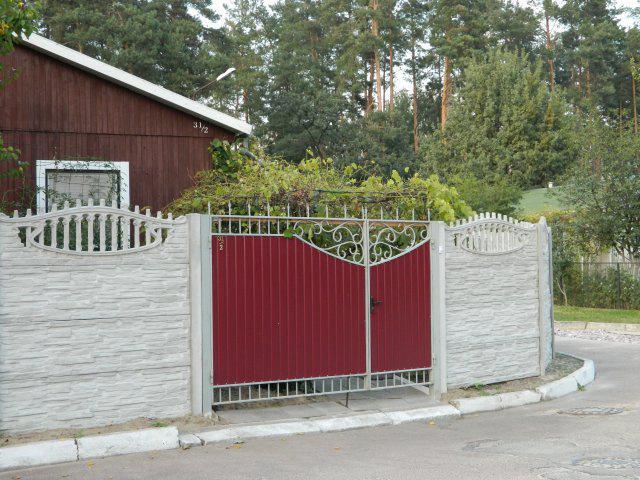 Ворота с кованными элементами можно установить и за небольшую стоимость