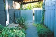 Фото 9 Ворота и калитки из профнастила (51 фото) — простой и доступный способ защиты участка