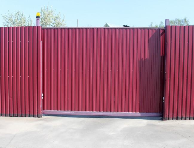 Откатные ворота из профилированного листа