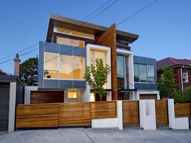 Гармоничное сочетание стилей модульного дома и его откатных ворот