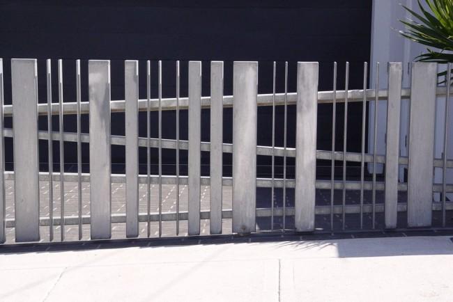 Откатные ворота из нержавеющей стали