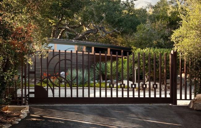 Красивые откатные ворота подчеркнут стиль вашего имения