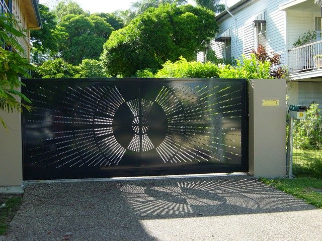 Потрясающие металлические откатные ворота