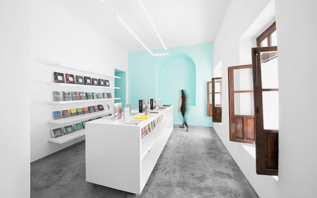 anagrama-conarte-library-interiors-monterrey-mexico-designboom-09