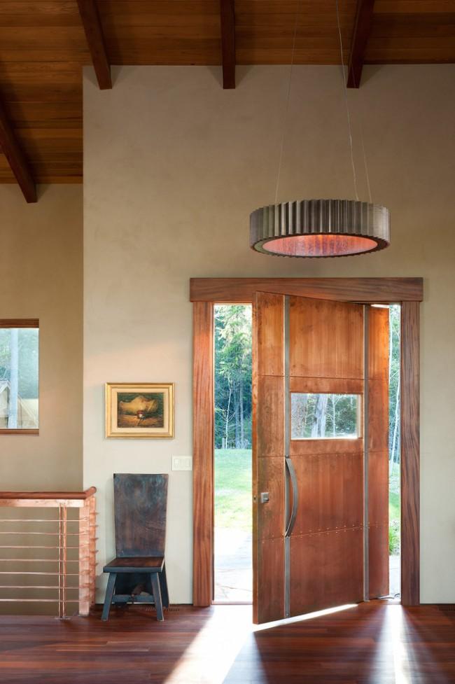 Лучшие входные двери в частный дом. Двери, обшитые металлическими панелями. Сегодня в моде эффект состаренности: патина и ржавчина придадут двери шарм отпечатка времени