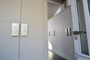 Фото 18 Дверные ручки для входных дверей (60 фото): виды изделий и правила выбора