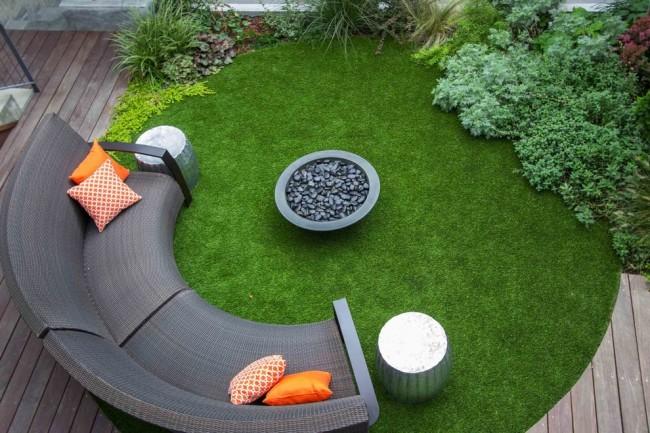 Электрическая газонокосилка. За вашу заботу газон обязательно отблагодарит вас здоровым пышным видом!