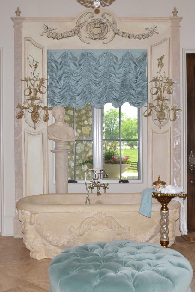 Французские шторы. В поднятом состоянии атласные французские шторы становятся плотным декоративным ламбрекеном