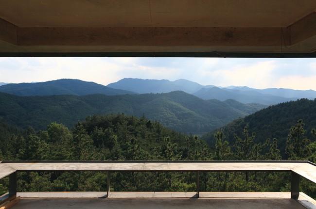 роскошный вид на горы из террасы на первом этаже