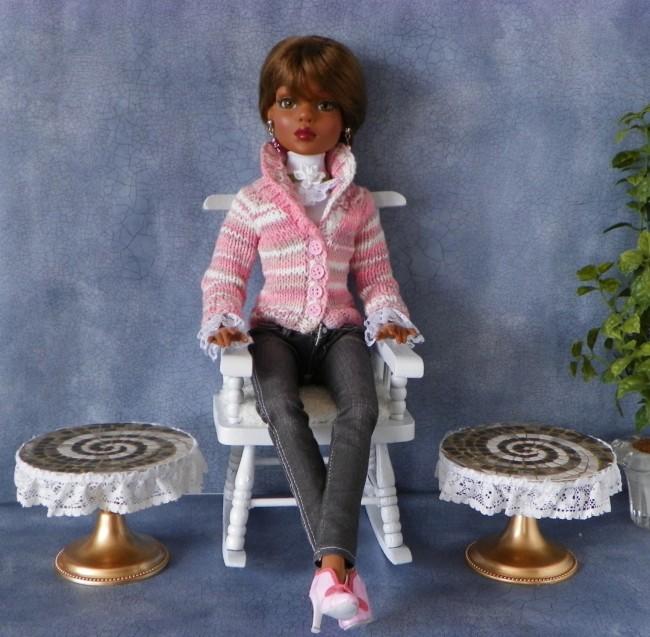 Мебель для кукол своими руками. Кукольные журнальные столики с кружевами и мозаичной столешницей