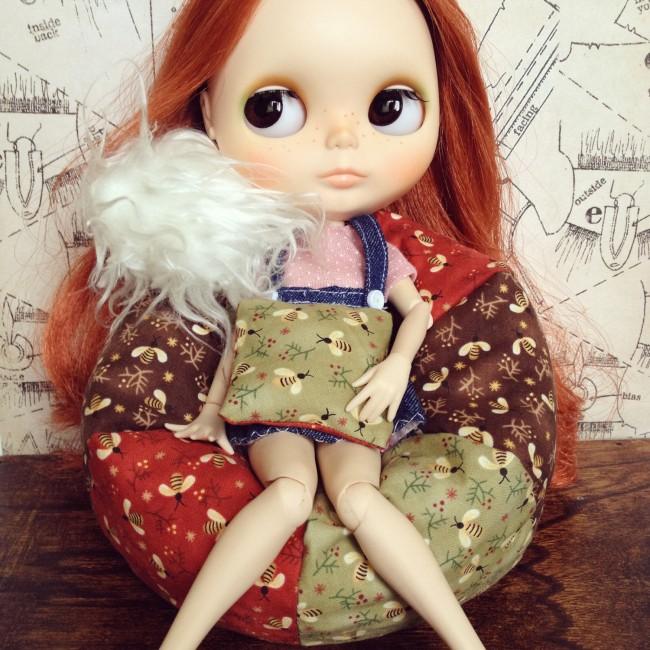 Мебель для кукол своими руками. Кресло-мешок, сшитое из треугольных лоскутов своими руками для любимой куклы