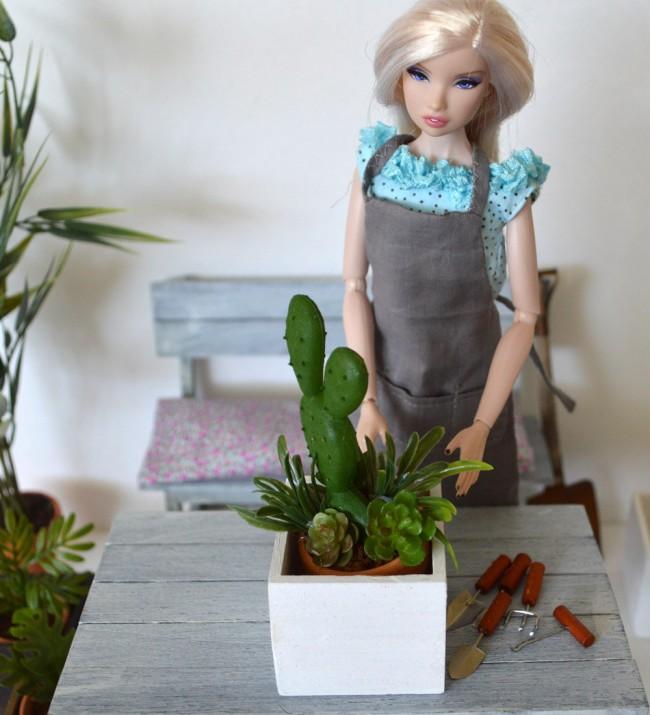 Мебель для кукол своими руками. Кроме деревянной мебели, из подручных материалов можно также сделать бесчисленное множество предметов интерьера или игрушечных вазонов с растениями