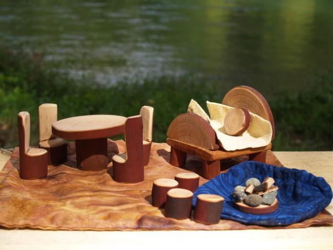 """Мебель для кукол своими руками. """"Примитивная"""" деревянная мебель для кукол, грубой работы, дающая первоначальные навыки"""
