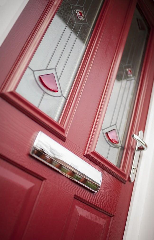 Лучшие входные двери в частный дом. Современные деревянные двери выглядят классически, но в разы долговечнее своих прародителей, за счет новейших пропиток - водоотталкивающих, противогрибковых и так далее