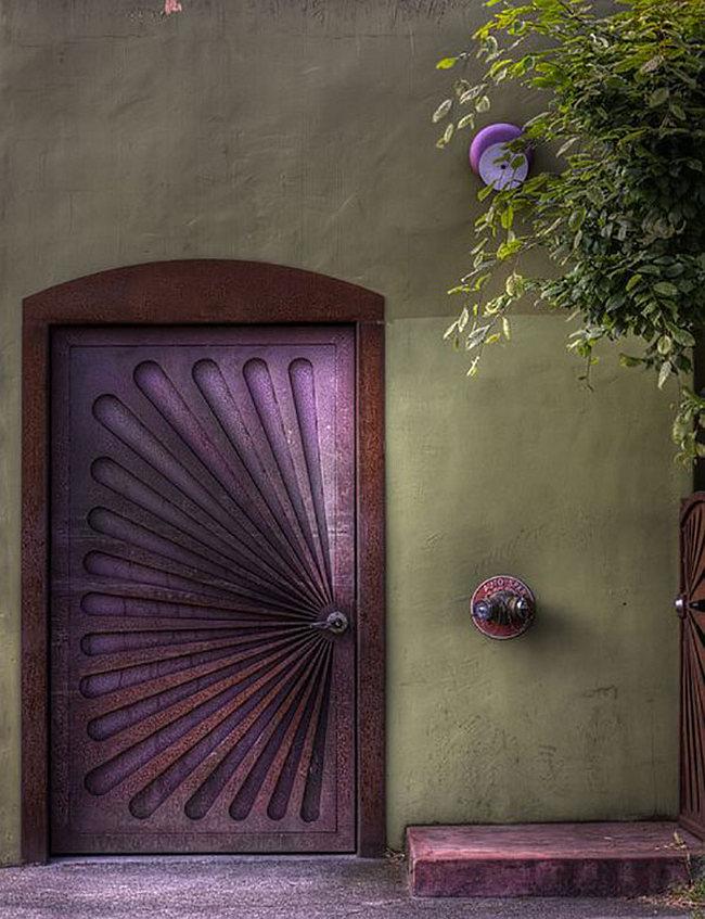Лучшие входные двери в частный дом. Металлические двери возможно сделать на заказ, с собственным уникальным дизайном
