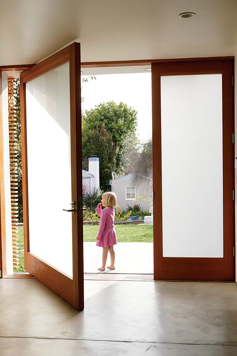 входные двери для загородного дома со стеклом в раменском