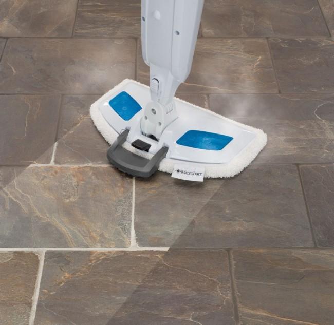 Пористый каменный пол прекрасно чистится и дезинфицируется с помощью пароочистителя