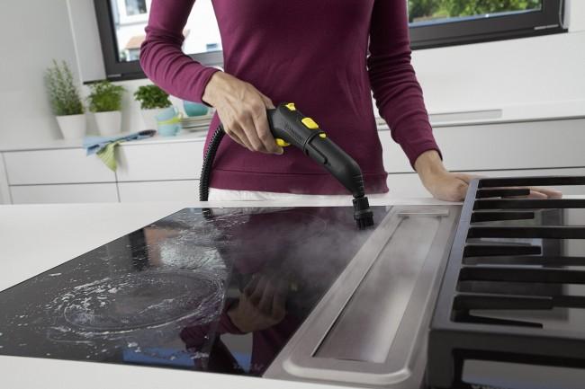 Вид стеклокерамической плиты очень портится даже от незначительных загрязнений. Пароочиститель даст вам возможность не запускать такую плиту, экономя ваши усилия