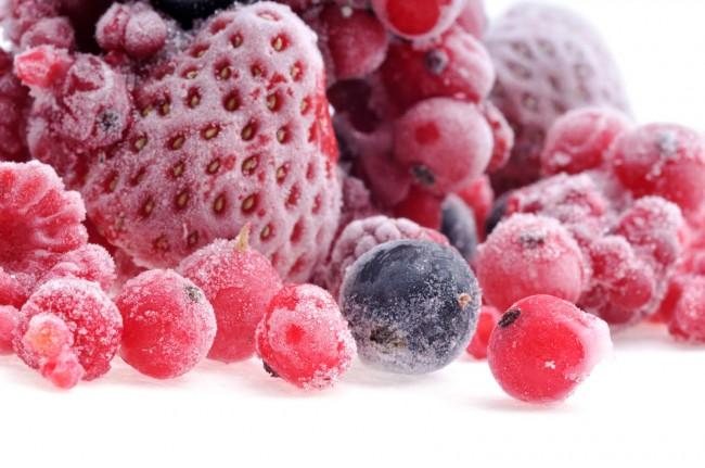 Рейтинг холодильников по качеству и надежности. Быстрая заморозка во вместительной морозильнБыстрая заморозка во вместительной морозильной камере - функция, очень любимая современными хозяйками, так как она дает возможность наслаждаться летними фруктами зимой, не тратя время на утомительное маринование. К тому же так лучше, чем при мариновании, сохраняются их качества и полезность