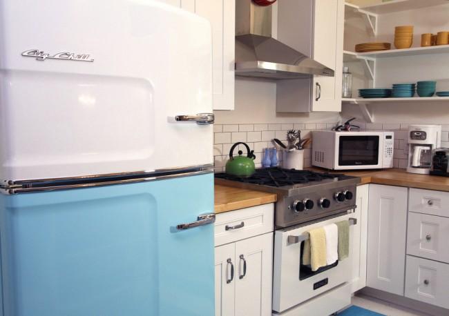 Рейтинг холодильников по качеству и надежности. Ретро-холодильники часто имеют морозильную камеру вверху, как диктовала инженерная мысль несколько десятилетий назад. Многие оборудованы, наоборот, нижней морозильной камерой. Сейчас выбор диктуется только личными предпочтениями