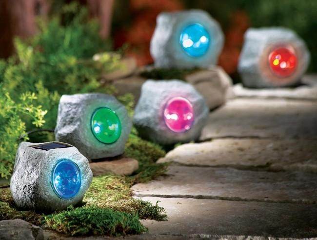 Светильник на солнечных батареях садовый уличный. Садовые фонарики в форме камней. Днем они почти не привлекают внимания, а вечером подсвечивают садовые дорожки любым выбранным вами цветом