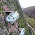 Прозрачные подвесные капсулы в долине Перу фото
