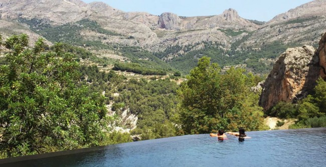 Необычайный пейзажный бассейн