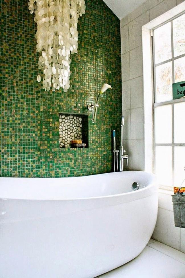 Влагозащищенные светильники для ванной комнаты. Декоративные части светильника могут спускаться до любой высоты, для высоты защищенных же частей принято рассчитывать при монтаже не менее 2.25 м