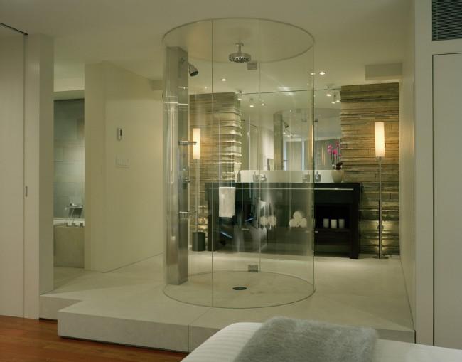 Влагозащищенные светильники для ванной комнаты. Еще один вариант бокового освещения в просторной ванной комнате - напольные высокие светильники