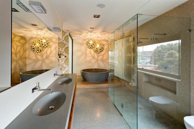Влагозащищенные светильники для ванной комнаты. Подвесные потолочные светильники крайне желательно монтировать на высоте не ниже 2.25 м