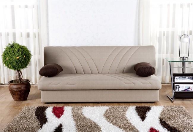 Что бы разложить диван аккордеон стоит лишь слегка приподнять сиденье и выдвинуть его вперед