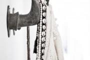 Фото 4 Настенная вешалка для одежды в прихожую: материалы, конструкции,  дизайн