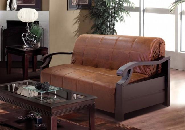 Изысканые деревянные подлокотники при раскладывании превращаются в кровать с изящным деревянным изголовьем